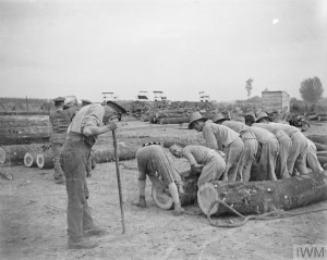 Men of the Chinese Labour Corps at work in the timber yard at Caestre, 14 July 1917. Copyright: © IWM. Original Source: http://www.iwm.org.uk/collections/item/object/205237958